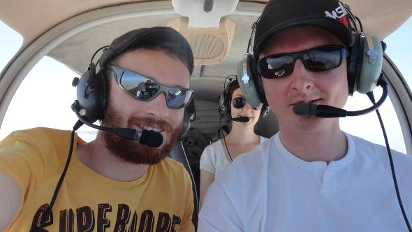 Raphaëlle, Sebastian et le pilote
