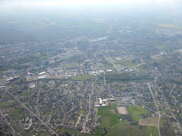 Montargis, Loiret, par avion
