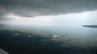 Sous les nuages, mais en avion