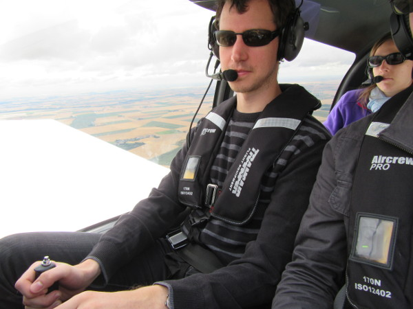 Damien pilote, Pauline en profite